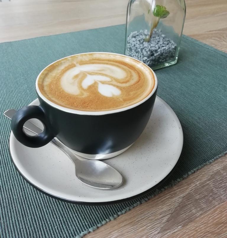 nitra-kava-cappuccino-promenu-kaviarne